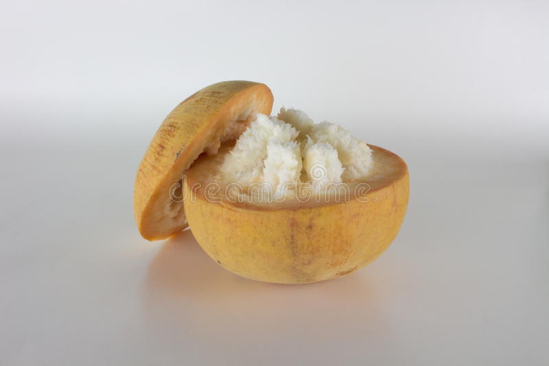 Jaune de fruit de Santol d'isolement images stock