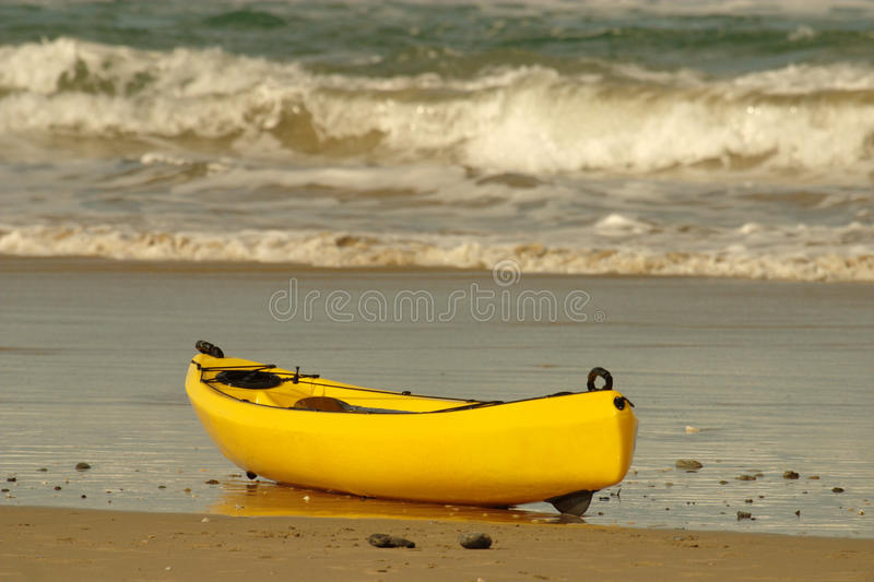 jaune de kayak images stock