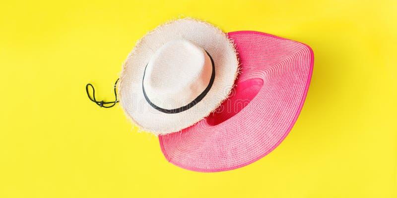 Jaune de vue supérieure de chapeaux de Straw Set Beach Man Woman photographie stock libre de droits