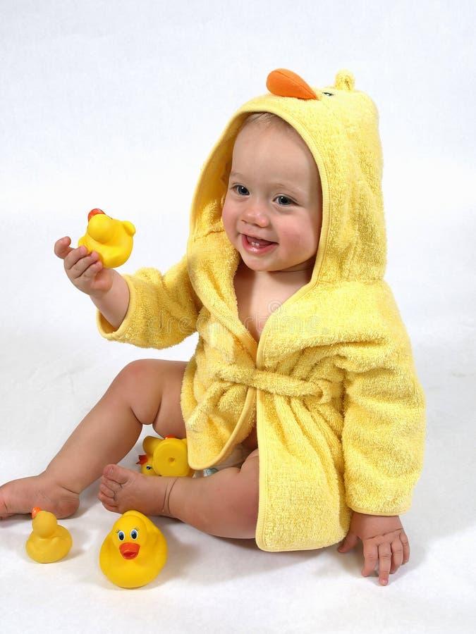 jaune heureux de robe longue de canard de chéri image libre de droits
