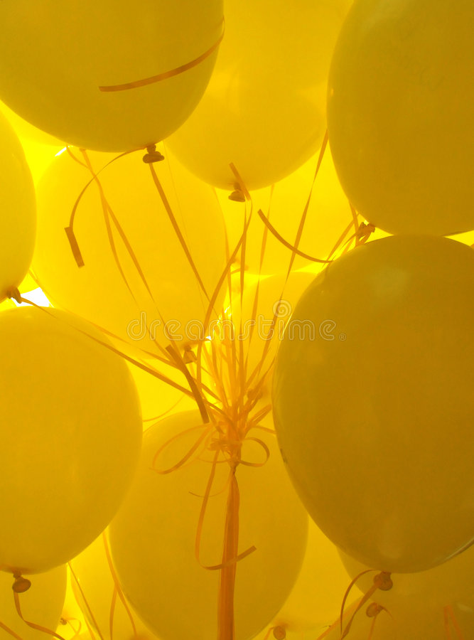 Jaunissez les ballons photographie stock