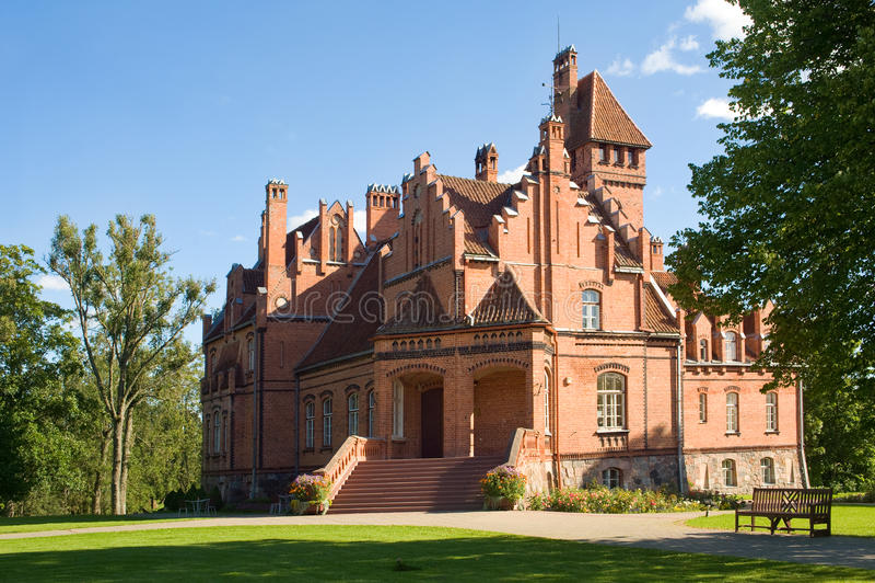 Jaunmokas slott, Tukums, Lettland royaltyfri foto