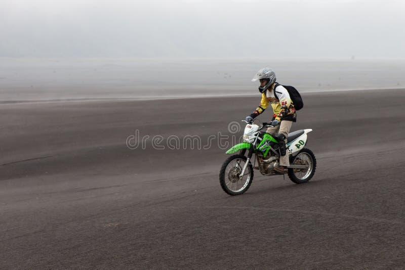 JAVA, INDONÉSIE - 19 avril 2015 : Équitation de touristes photo stock