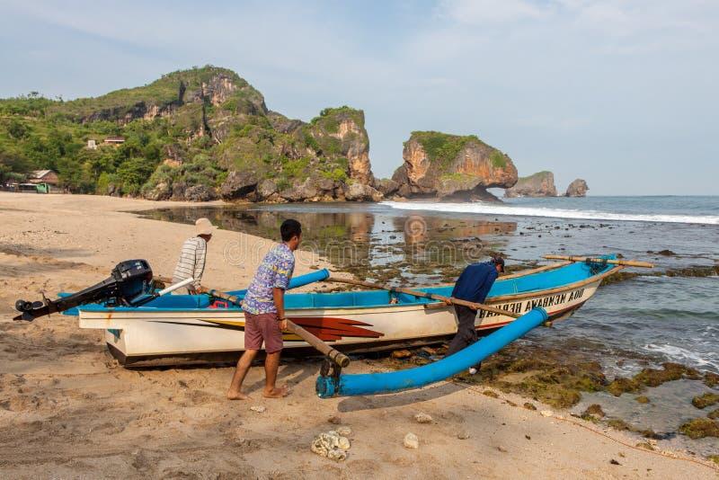 JAVA, INDONESIË - 10 April, 2015: Vissers het nemen royalty-vrije stock fotografie