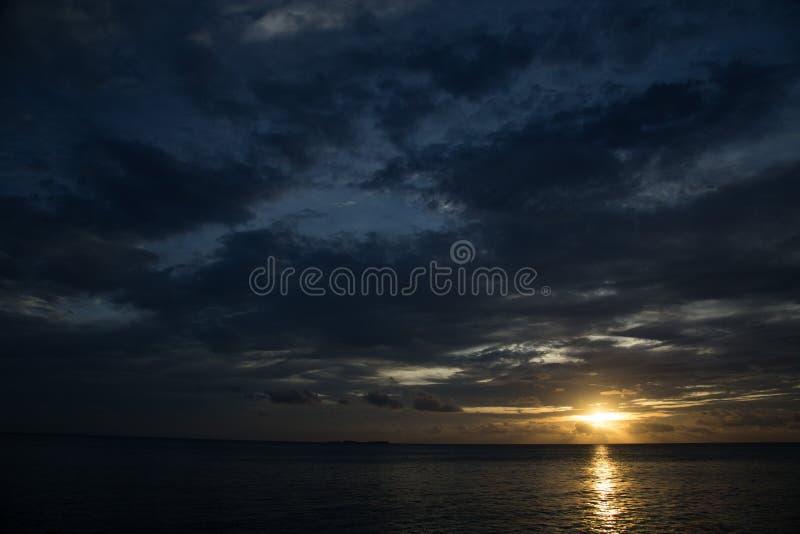 Jawa de karimun de ciel bleu de coucher du soleil image libre de droits