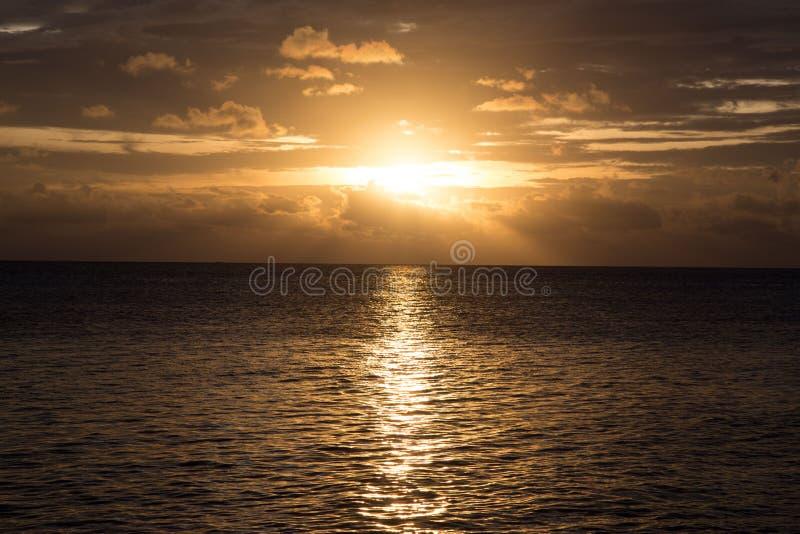 Jawa de karimun de coucher du soleil photographie stock libre de droits