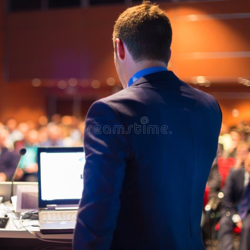 Jawny mówca przy Biznesową konferencją obrazy royalty free