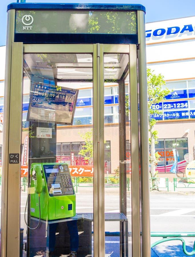 Jawny telefon w Osaka, Japonia Rozmyty telefon przez szkła zdjęcia royalty free