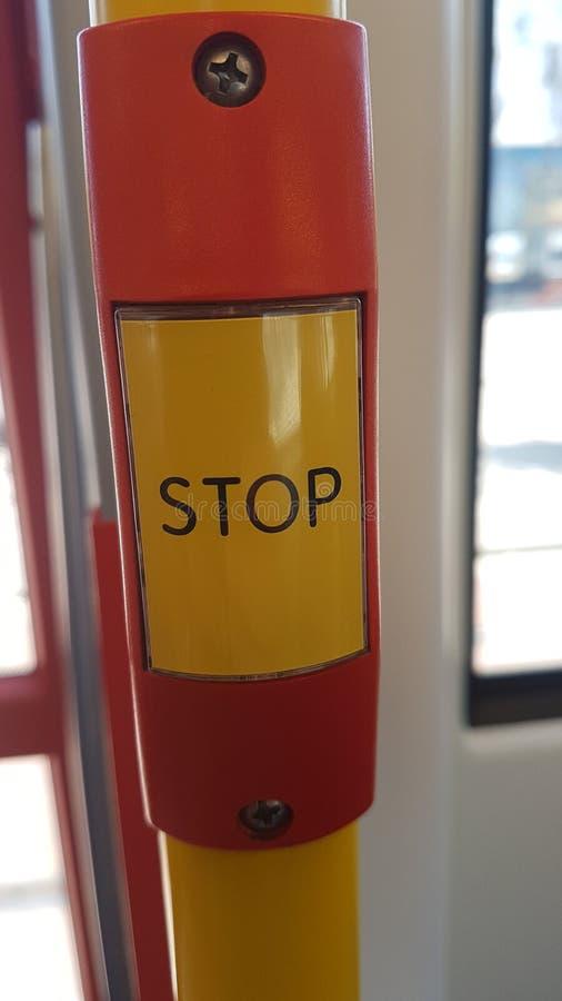 Jawny transport w holandiach: guzik pozwalać tramwajową przerwę przy następną stacją w Haga obrazy royalty free