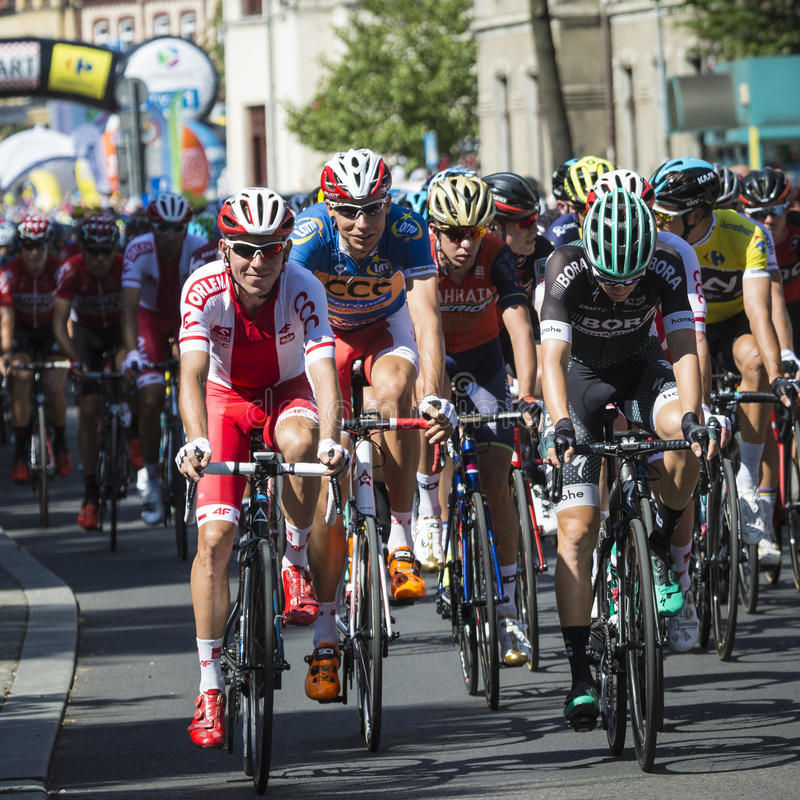 JAWORZNO, ПОЛЬША - 31-ОЕ ИЮЛЯ 2017: Велосипедисты в начале t стоковые изображения rf