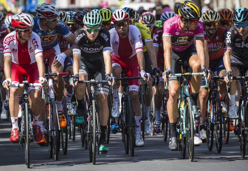 JAWORZNO, POLONIA - 31 DE JULIO DE 2017: Ciclistas al inicio del t foto de archivo libre de regalías