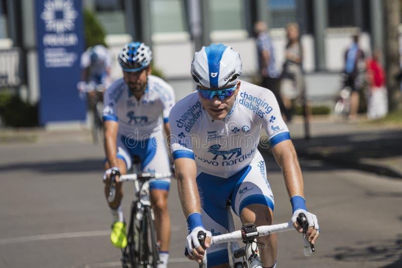 JAWORZNO, POLONIA - 31 DE JULIO DE 2017: Ciclistas al inicio del t fotografía de archivo libre de regalías