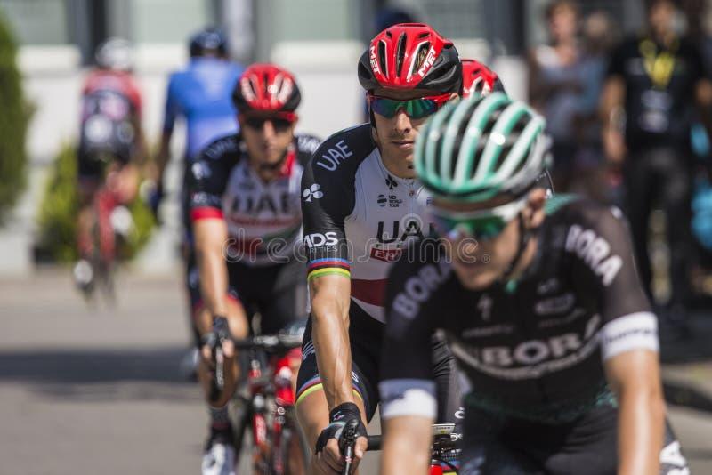 JAWORZNO, POLONIA - 31 DE JULIO DE 2017: Ciclistas al inicio del t imagen de archivo
