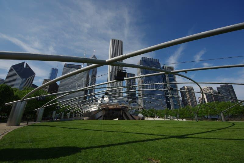 Jay Pritzker Music Pavilion ? um dos primeiros anfiteatros exteriores em Chicago, localizado centralmente no parque do mil?nio fotografia de stock