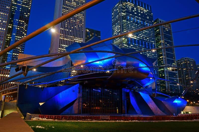 Jay Pritzker Pavillion alla notte, parco di millennio, Chicago fotografia stock