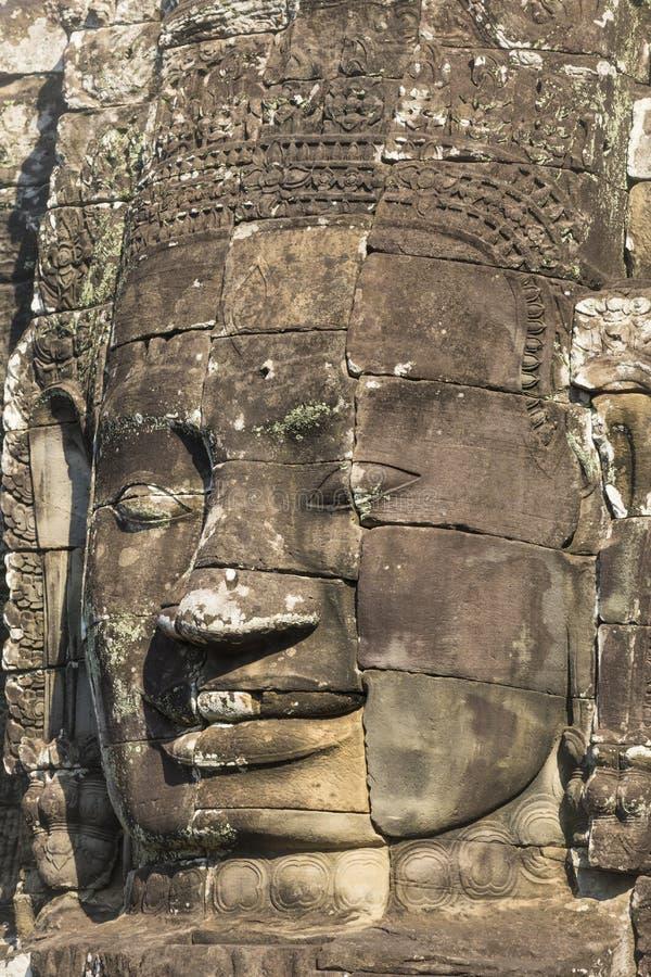Jayavarman国王的古老石面孔VII在Bayon寺庙, 免版税库存照片