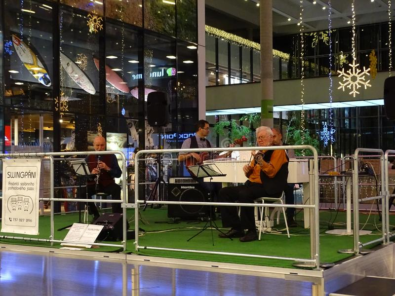 Jazz στο εμπορικό κέντρο στοκ εικόνα με δικαίωμα ελεύθερης χρήσης