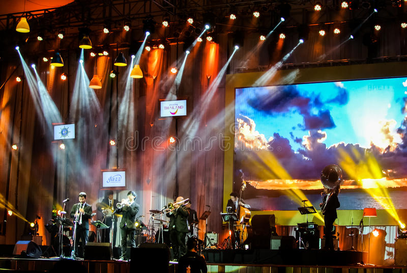 Jazz Minions-de band presteert in Jazz in geheugen in Bangsaen stock fotografie