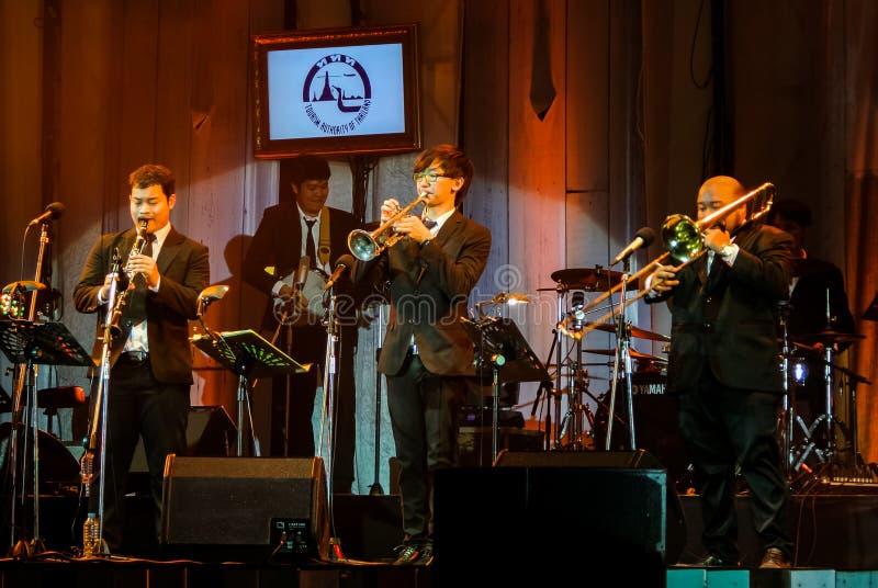 Jazz Minions-de band presteert in `-Jazz in geheugen bij het overleg van Bangsaen ` stock foto's
