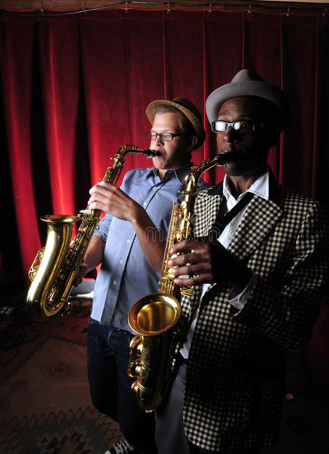 Jazz Musicians i en stång royaltyfria foton