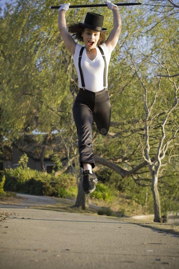 Jazz-Tänzer, der in einer Luft springt stockfotos