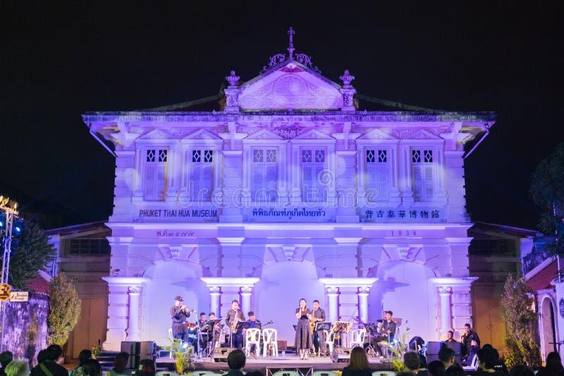 Jazzband spielen chinesisches Neujahr a der Musik on18th Phuket lizenzfreie stockfotografie