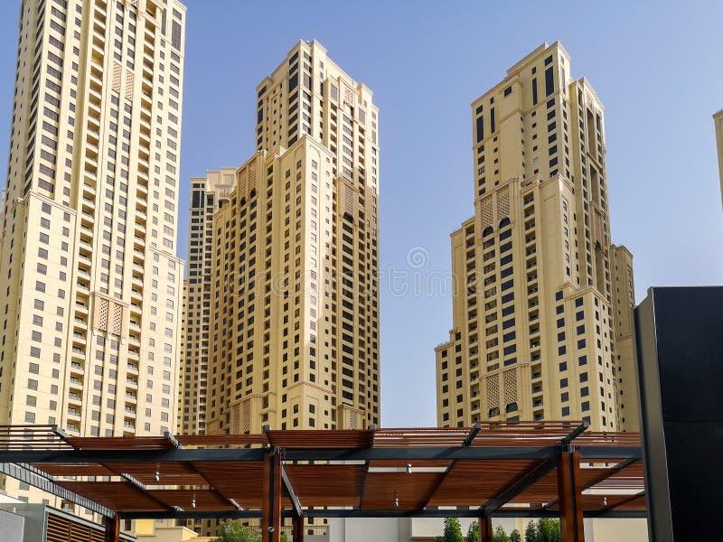 JBR, Jumeirah-Strandtoevlucht, een nieuw toeristische attractiegebied met winkels, restaurants en woonwolkenkrabbers in Doubai, V royalty-vrije stock foto's