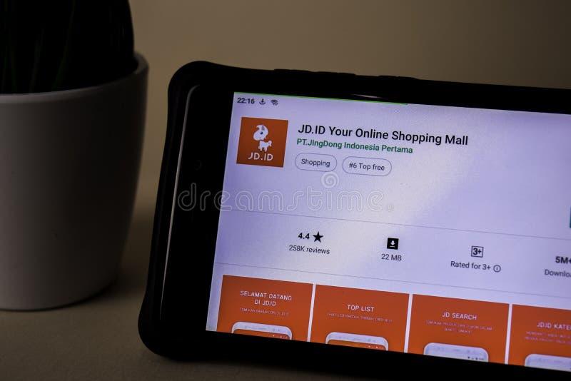 JD Uso del revelador de la identificación en la pantalla de Smartphone Su centro comercial en línea es un freeware foto de archivo libre de regalías