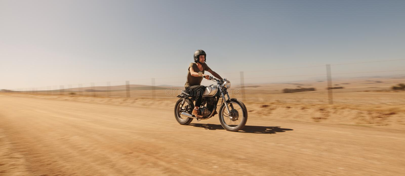 Jeźdza motocyklu napędowa droga fotografia royalty free