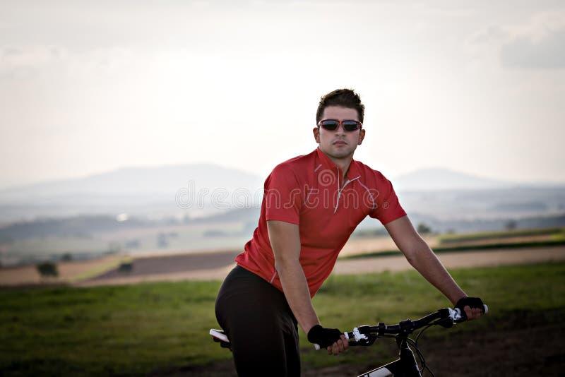 Jeździć na rowerze mężczyzna fotografia stock