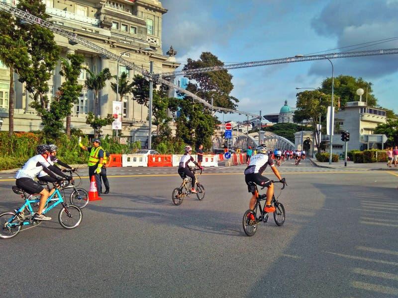 Jeździć na rowerze na bezpłatnej Niedziela obrazy royalty free