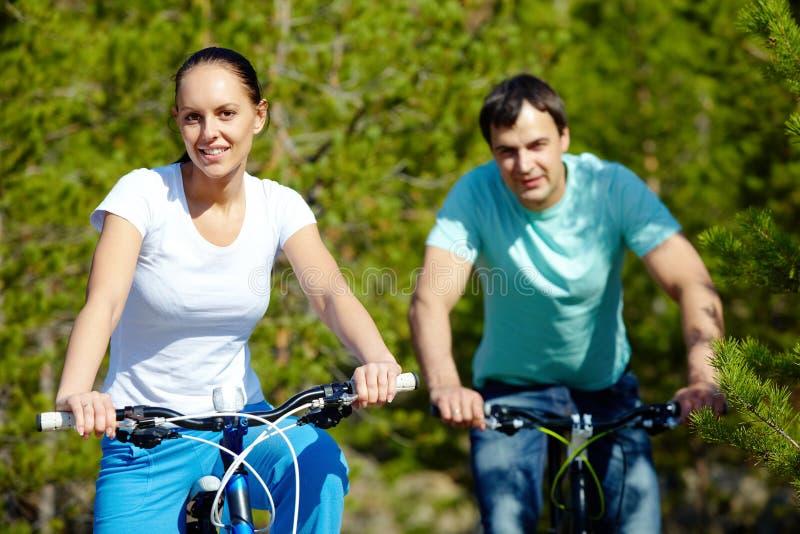 Download Jeździć na rowerze para zdjęcie stock. Obraz złożonej z handlebar - 28968204