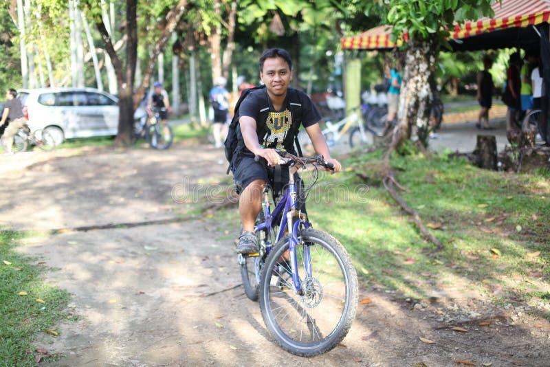 Jeździć na rowerze w Bukit Cerakah obrazy stock