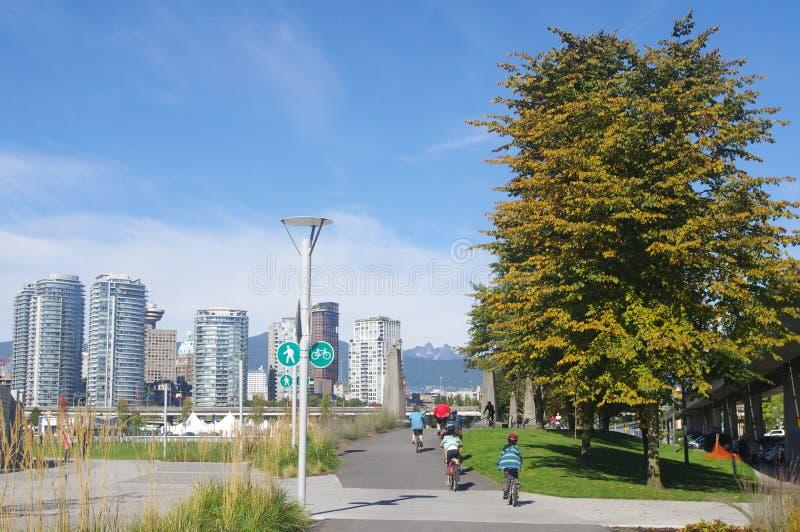 Jeździć na rowerze w spadku obrazy royalty free