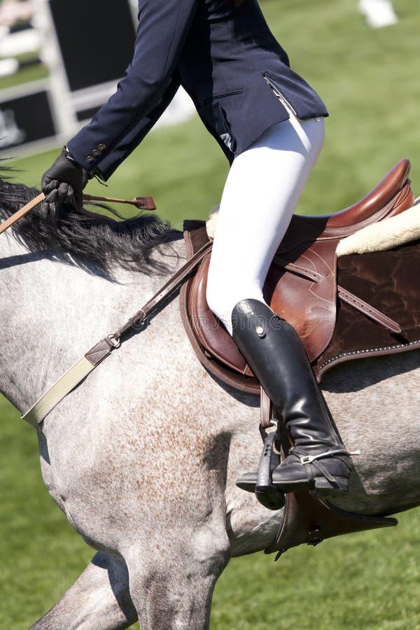 Jeździec na wysokiego skoku rywalizaci obraz royalty free
