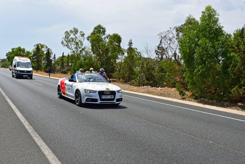 Jeździec Taktuje Medycznym Samochodowym losem angeles Vuelta España zdjęcia stock