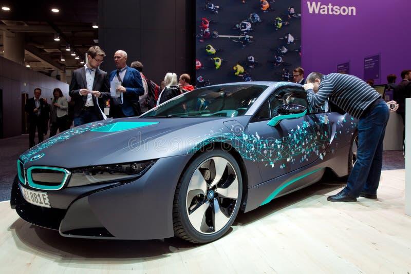 Jeżdżenia BMW i8 terenówka Microsoft HoloLens IBM firmą na powystawowym uczciwym Cebit 2017 i rzeczywistość wirtualna wewnątrz obrazy stock