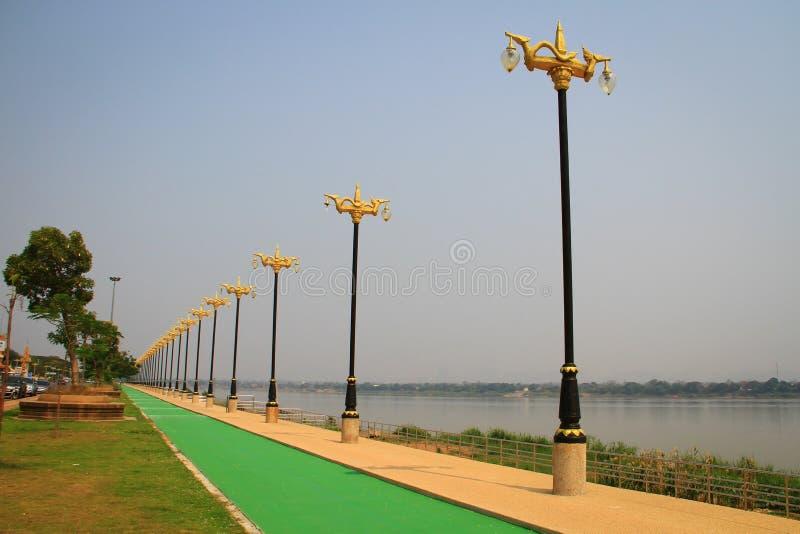 Je ruelle de rivière et de vélo de Khong photographie stock libre de droits