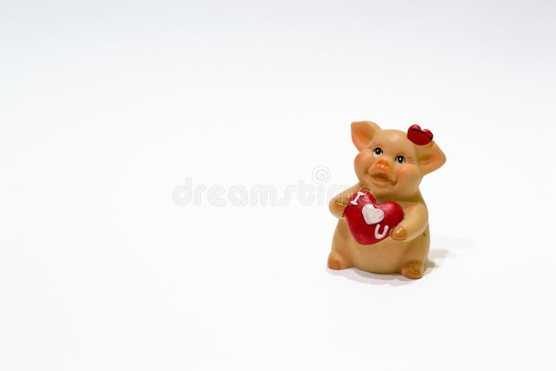 Je t'aime Porc de jouet avec le coeur d'isolement sur le fond blanc Saint-Valentin heureuse et ans de la Chine nouvel 2019 Symbol image libre de droits