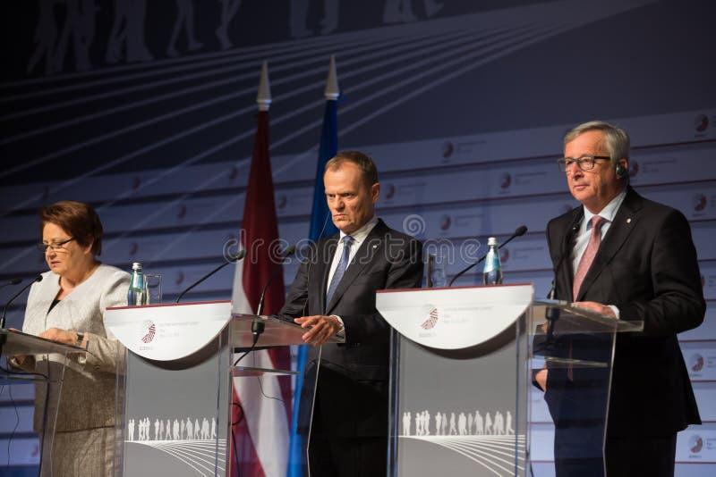 Jean-Claude Juncker i Donald Tusk zdjęcie royalty free