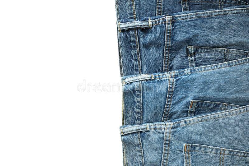 Jeans av olika färger som isoleras på vit bakgrund fotografering för bildbyråer