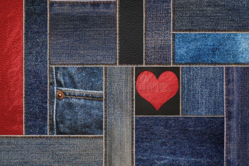 Jeans de denim avec le fond en cuir, treillis de denim de patchwork avec le modèle en cuir images libres de droits