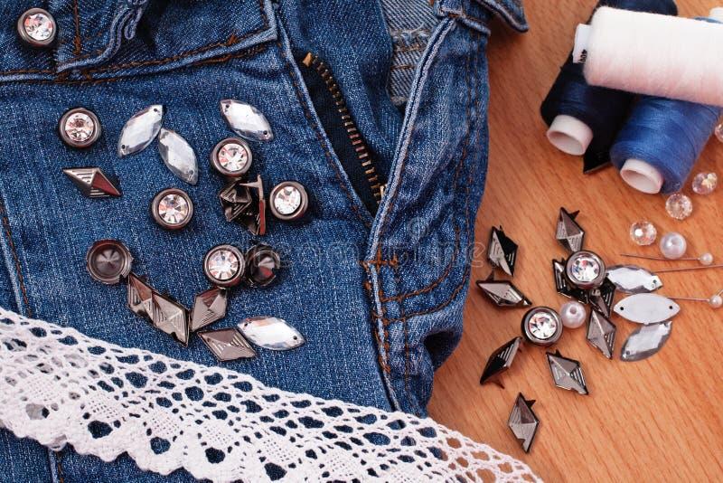 Jeans della decorazione fotografie stock libere da diritti