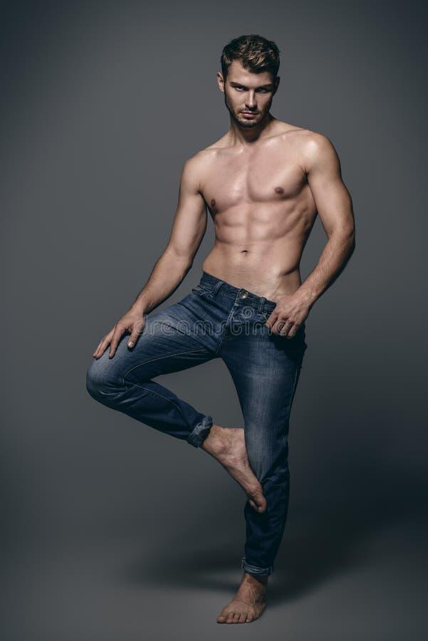 Jeans per gli uomini fotografia stock