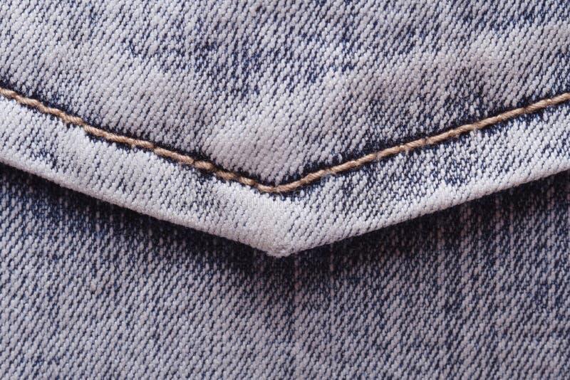 Jeans stoppa i fickan närbild. tygtextur. arkivfoto