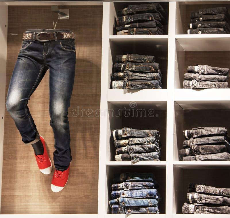 Jeanswear Shopwindow jeanswinkel Brussel, België, 19 April, 2013 royalty-vrije stock foto's