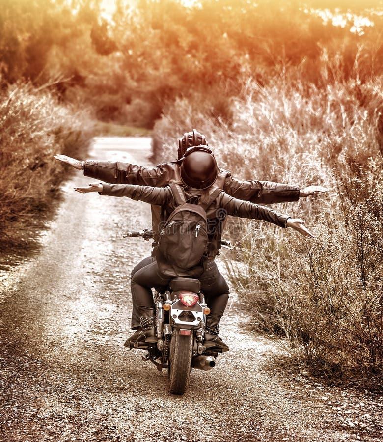 Jechać na motocyklu z przyjemnością obrazy royalty free