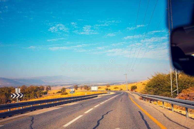 Jechać samochód na drodze w wzgórze golan, Izrael fotografia stock