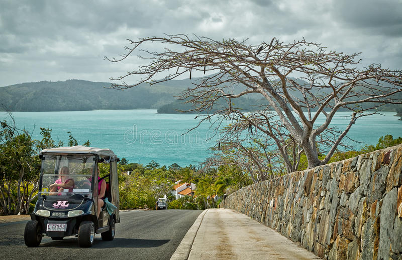 Jechać wokoło Hamilton wyspy w golfowym powoziku obraz stock