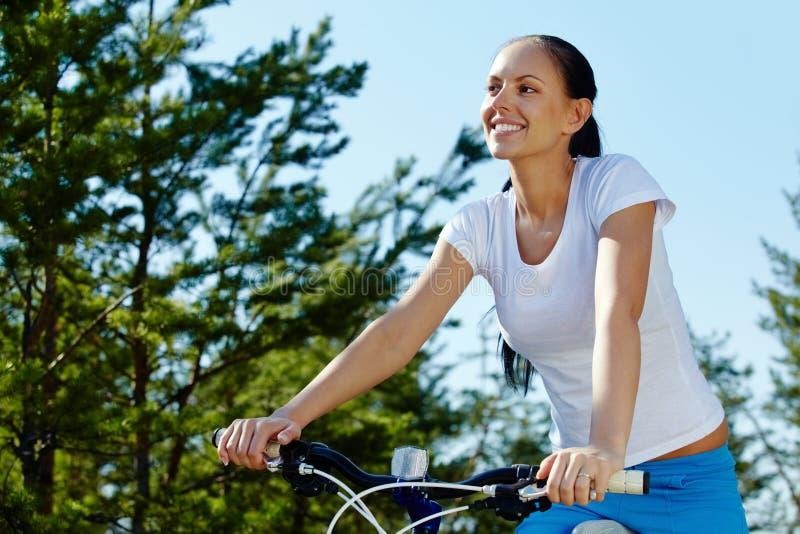 Download Jechać bicykl obraz stock. Obraz złożonej z natura, park - 28968177
